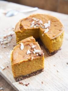 Cheesecake potimarron, épices et dattes (sans sucre ajouté, sans gluten, vegan)