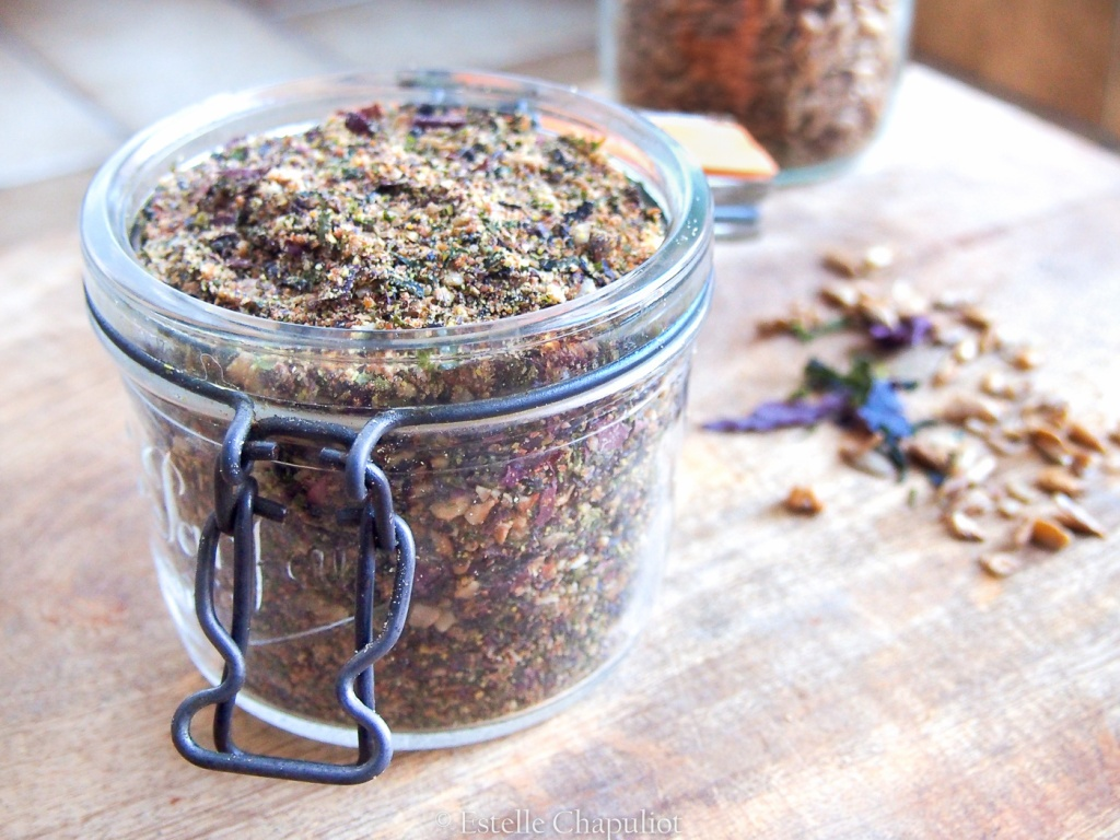Gomasio aux graines de tournesol germées séchées, aux algues (nori, wakamé, dulse) et au lin