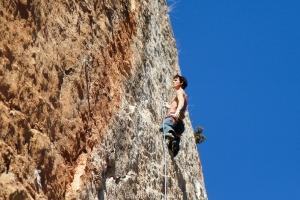 Max, grimpeur mangeur de graines dans un 8a à Toulon
