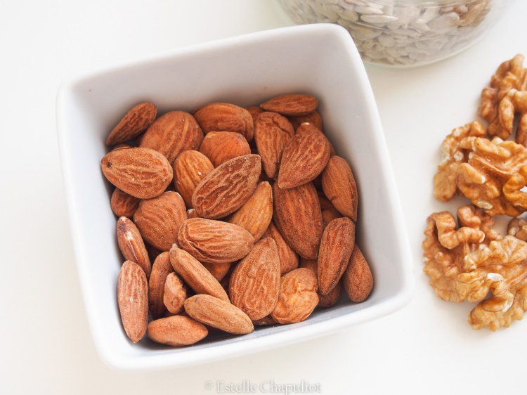 Amandes et noix de Grenoble, bases de l'alimentation méditerranéenne