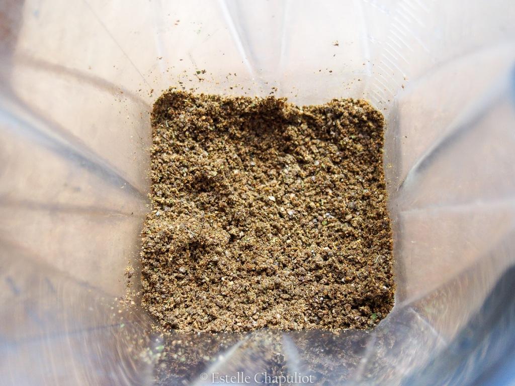 Gomasio (condiments) aux graines de chanvre et aux aromates (vegan et sans gluten)