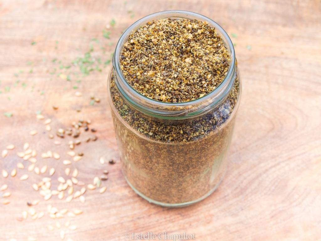 Gomasio (condiments) aux graines de chanvre et de lin, et aux aromates (vegan et sans gluten)