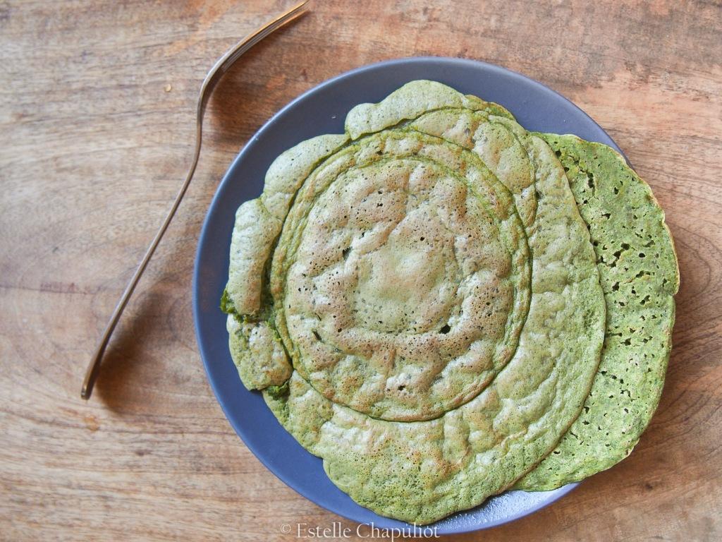 Galettes de grains de sarrasin trempés et épinards crus - végétal et sans gluten