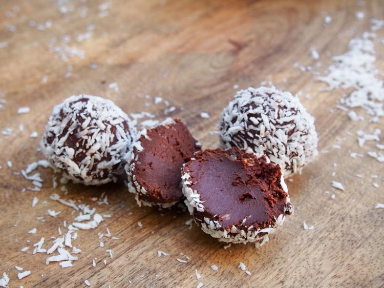 Truffes fondantes chocolat noir et noix de coco (vegan)