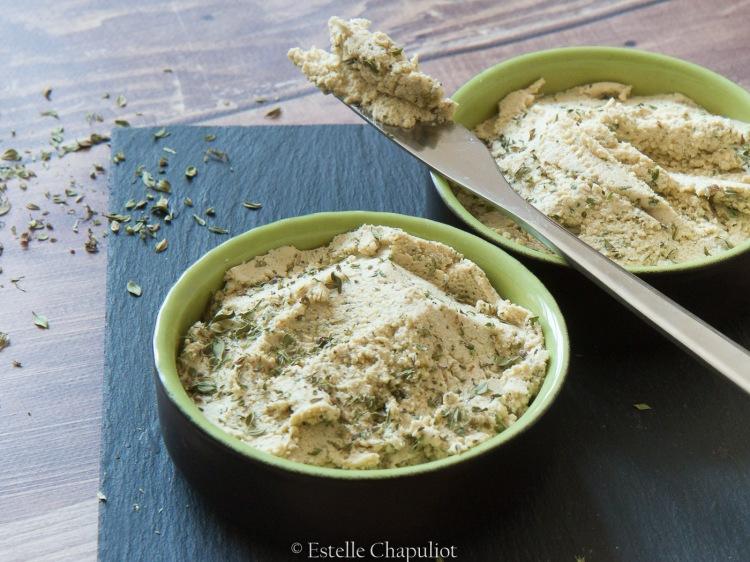 Tofu lactofermenté façon fromage frais à tartiner au thym et au miso, vegan
