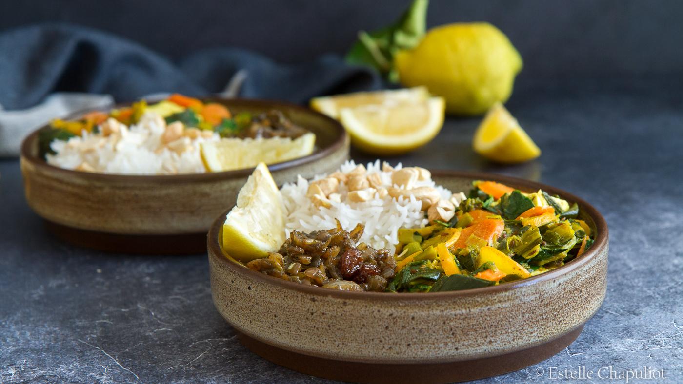 Curry de légumes au lait de coco et au tofu, chutney oignon-raisins, riz basmati (vegan, sans gluten)