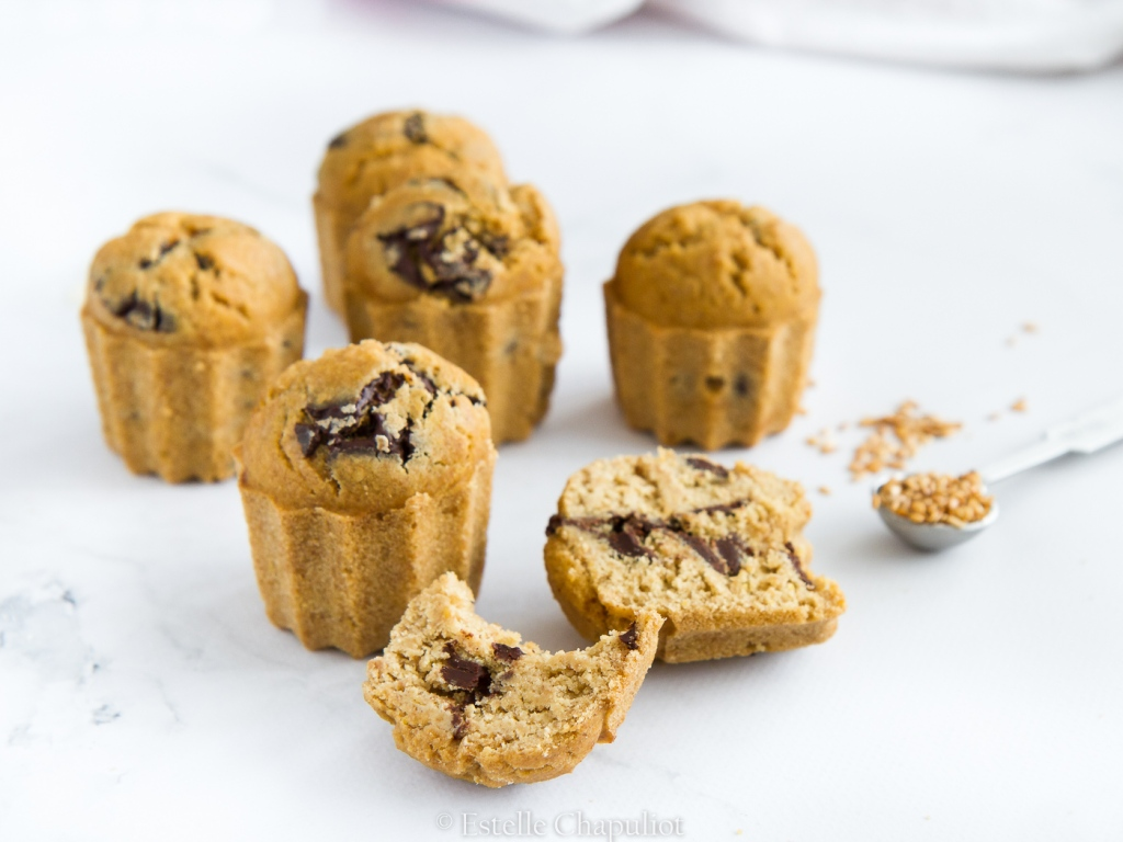 Muffins à la farine de millet et aux palets de chocolat noir, cuits au four (vegan et sans gluten)