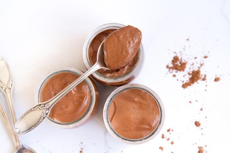 Crèmes au cacao et à la purée de noisettes (vegan, sans gluten, sans sucre ajouté)
