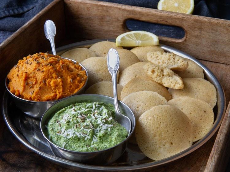 Idlis, chutney coriandre-coco, crème de carotte au curry (vegan et sans gluten)