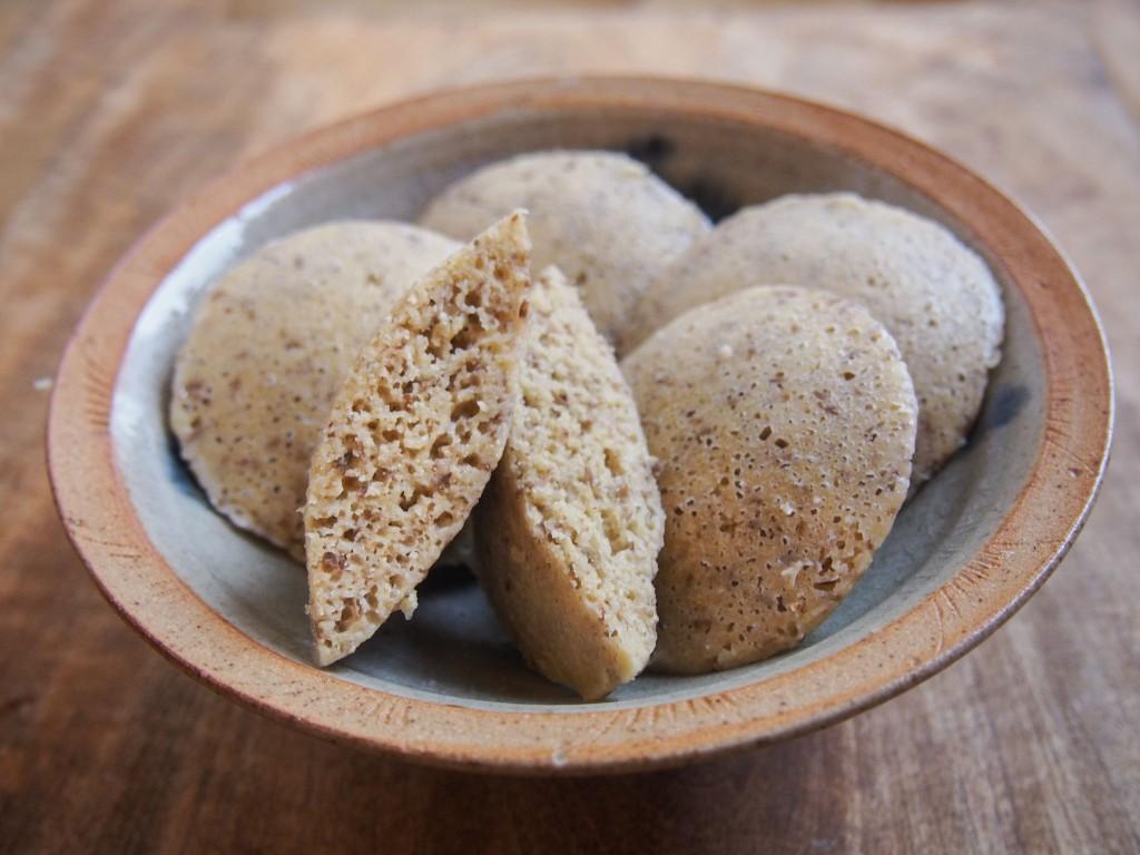 Idlis millet - lentilles vertes (petits pains vapeur sans gluten)
