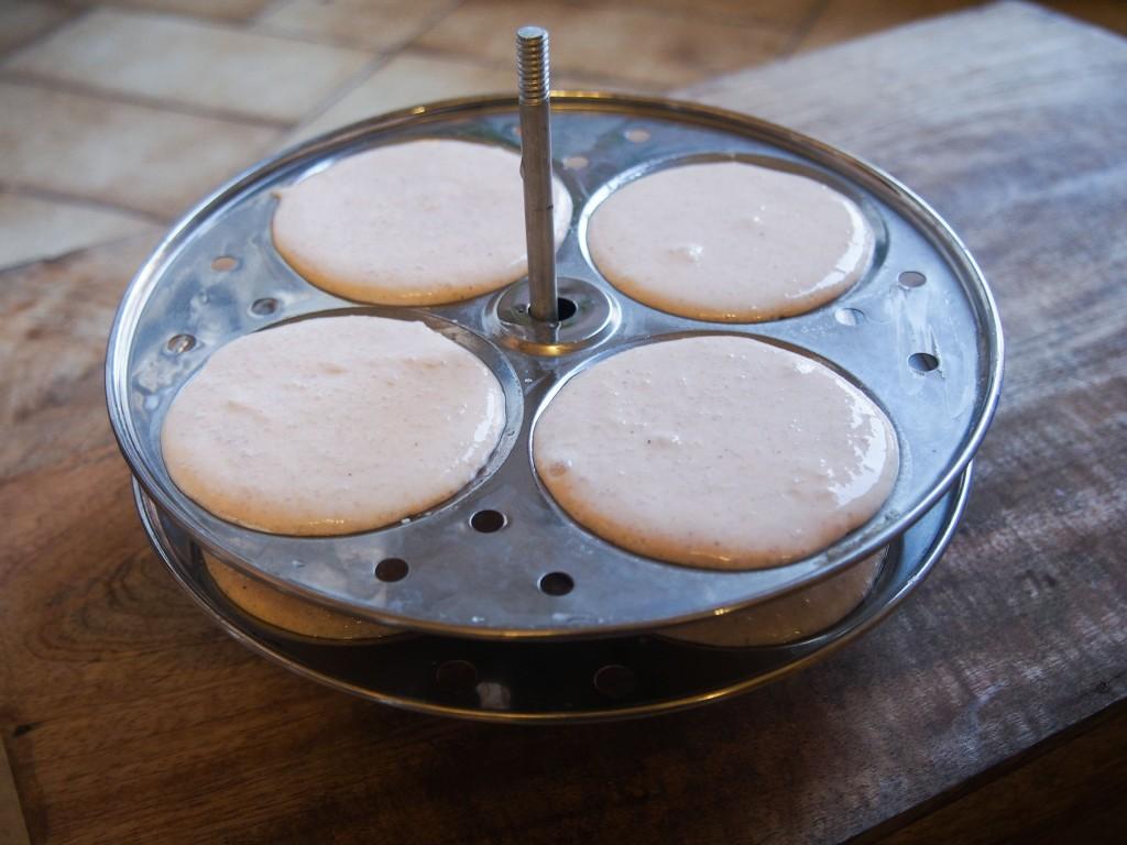 Idlis riz long blanc - lentilles corail (petits pains vapeur sans gluten)