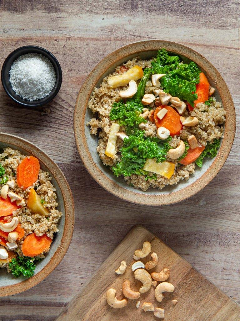 Quinoa aux légumes de saison et noix de cajou grillées (vegan, sans gluten)