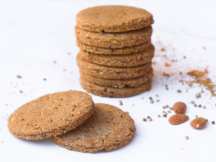 Sablés à la farine de sorgho, aux graines de chanvre entières et à l'huile d'olive (sans gluten, vegan)
