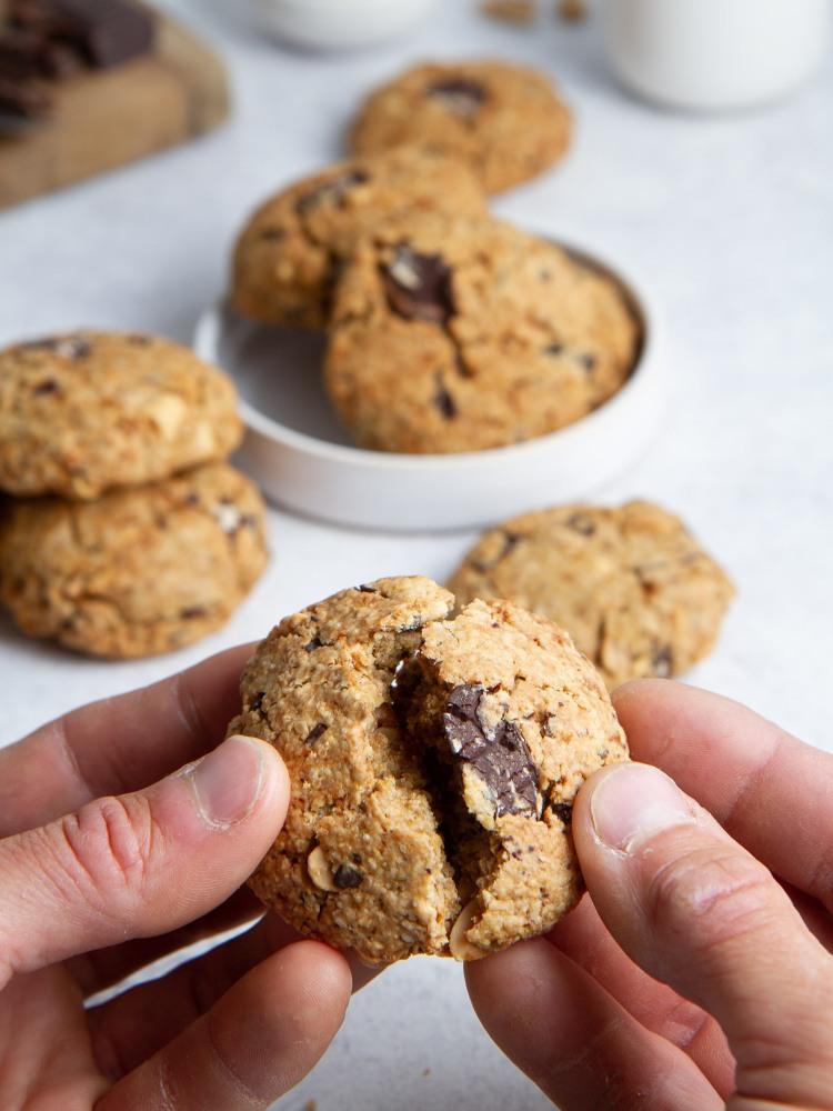 Cookies aux flocons d'avoine, à la cacahuète et aux pépites de chocolat (vegan, sans gluten)