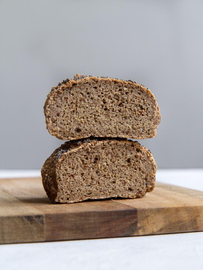 Petit pain millet-sarrasin-lin à la levure de boulanger (sans gluten, vegan)