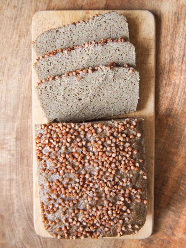 Pain aux grains de sarrasin et aux pois cassés fermenté - cuit vapeur (vegan, sans gluten)