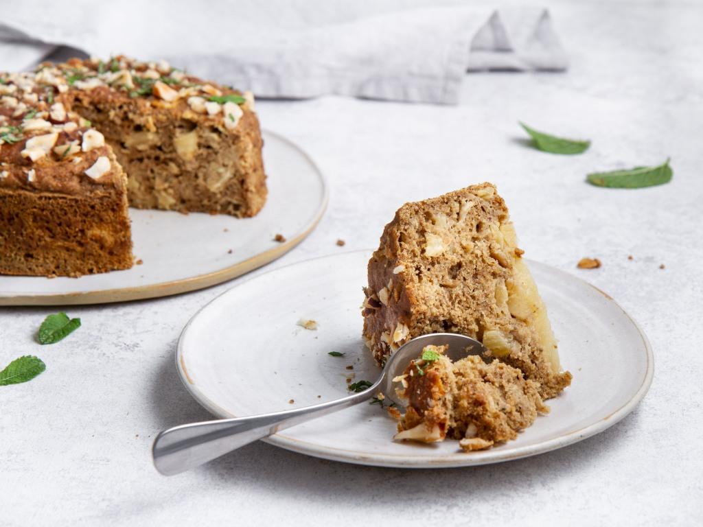 Gâteau à l'ananas, au millet décortiqué et aux graines de chia (vegan, sans gluten)
