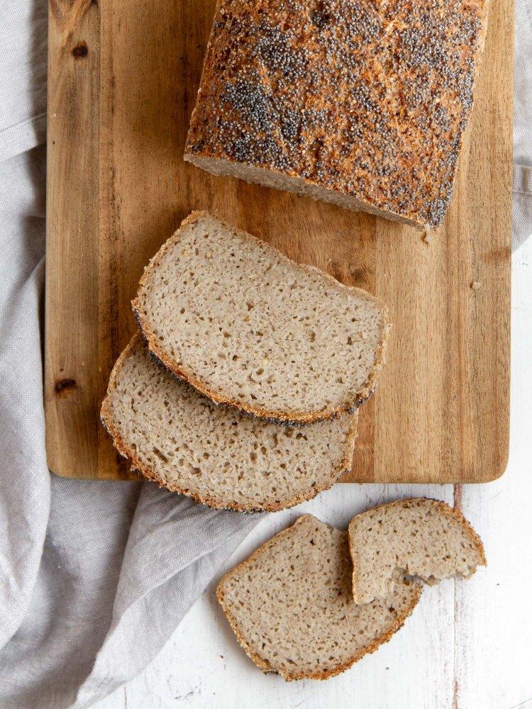Pain aux grains de sarrasin, riz complet et millet décortiqué, psyllium ; avec fermentation (vegan, sans gluten)