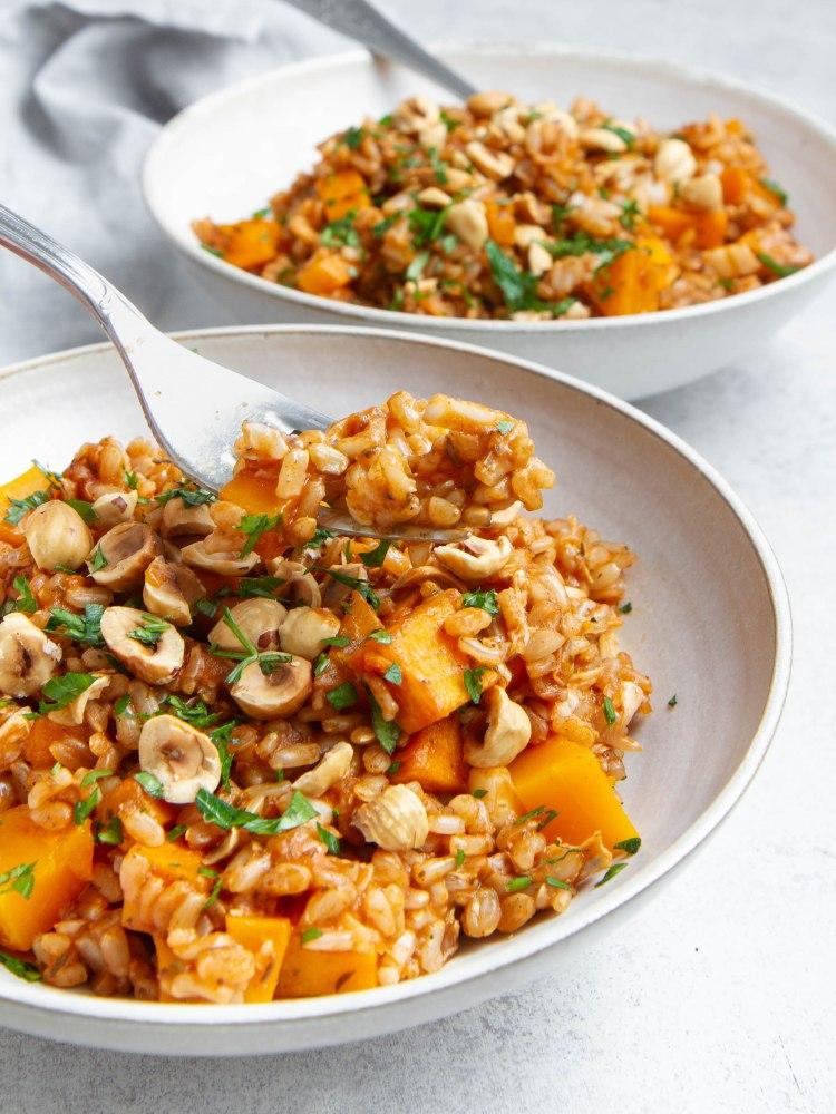 Risotto au riz complet, purée de tomate, potimarron, chou chinois (vegan, sans gluten)
